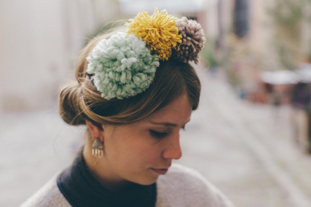 Le headband à pompons du Studio Quatremain